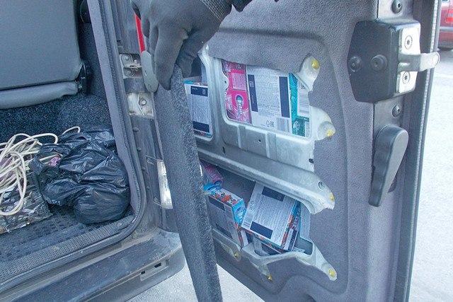 Таганрогские таможенники задержали гражданина Украины, пытавшегося тайно вывезти около 8 тыс пачек жвачки