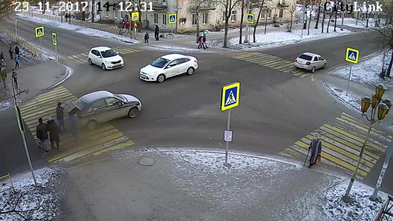 Наезд на пешехода на перекрёстке Советов-Заводская