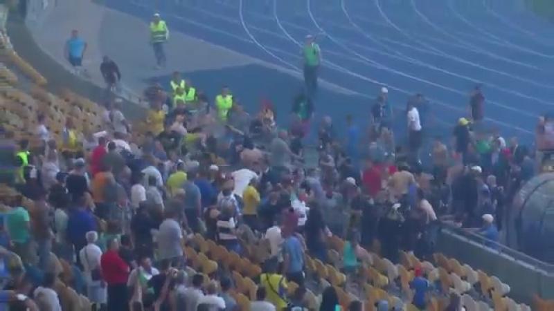 Украинские СМИ: Фанаты-наркоманы устроили массовый беспредел на