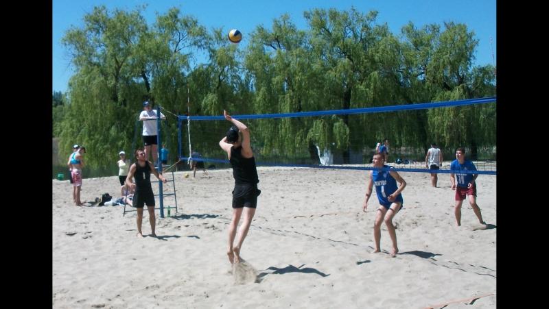 Пляжный волейбол: П. Назаркин - Д. Бирюков (в черной форме)