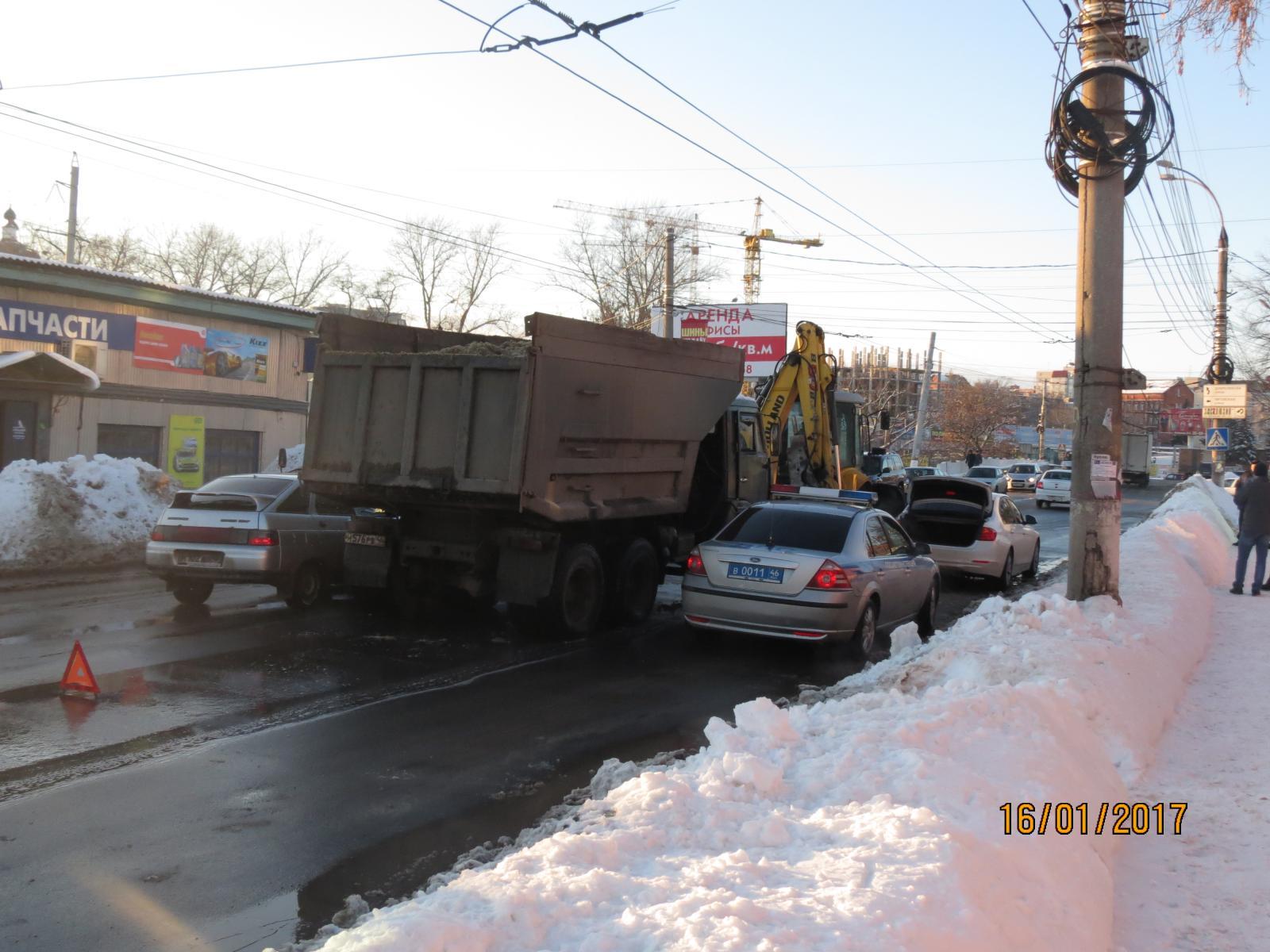 ВКурске случилось ДТП сучастием «КАМАЗа», фургона иБМВ
