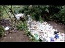 Une rivière de déchets fonce droit vers l'océan