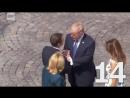 """""""Держи меня за руку, не отпускай"""": Дональд, Эммануэль, Бриджит и бесконечное рукопожатие в Париже."""