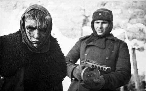 Немного истории:   Фото 1 - 1942 год, пригород Сталинграда. Марширующа