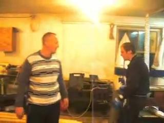 Столяры боксируют в столярке - 240p