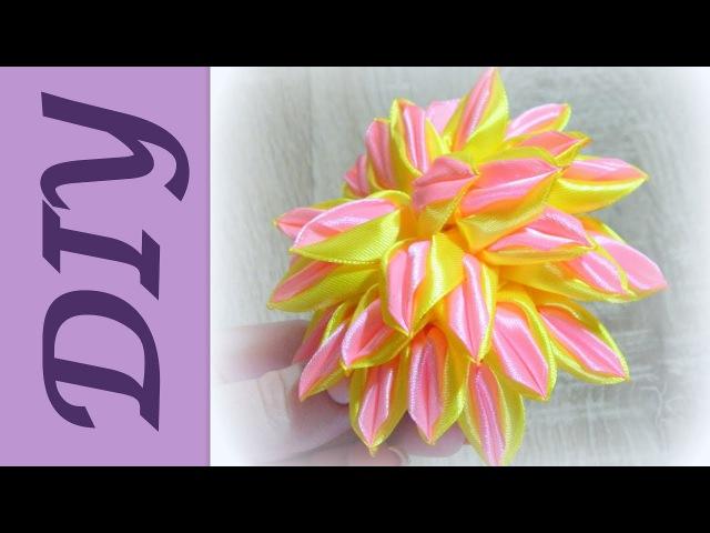 Пышный двухцветный цветок канзашиLush two-color Kanzash flower