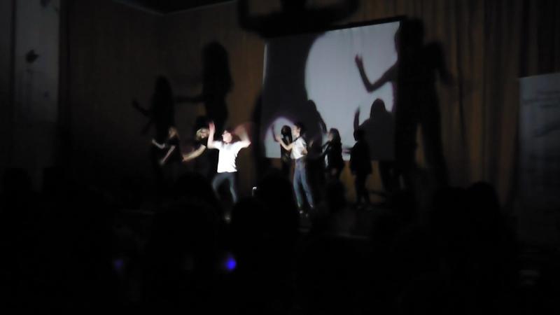 Массовые танцы школы 25