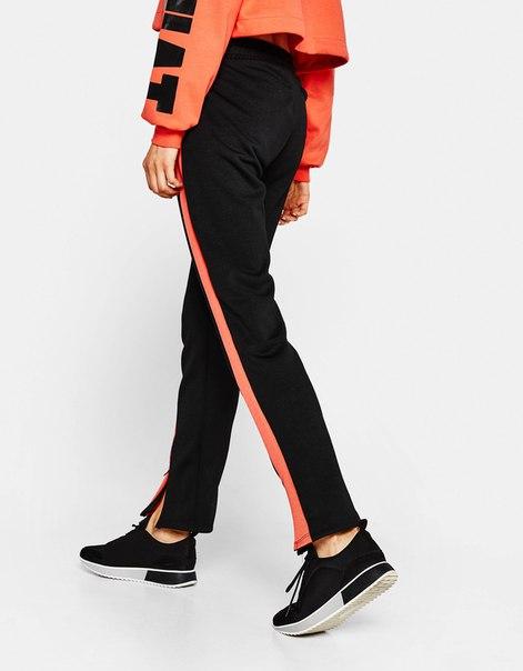 Спортивные брюки-джоггеры со вставками с боковых сторон