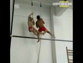Моменты тренировок юных гимнастов.