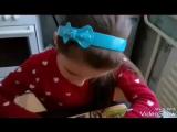 Умница-Вероничка собирает паззл