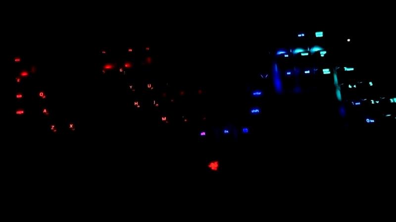Новая клавиатура вместе новогодней гирлянды