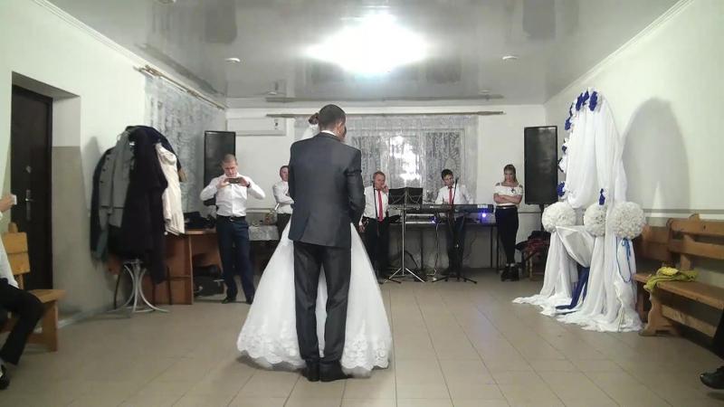 12-перший весільний танець молодят.-весілля в Бурштині Богдан та Галя 14 10 2017Р