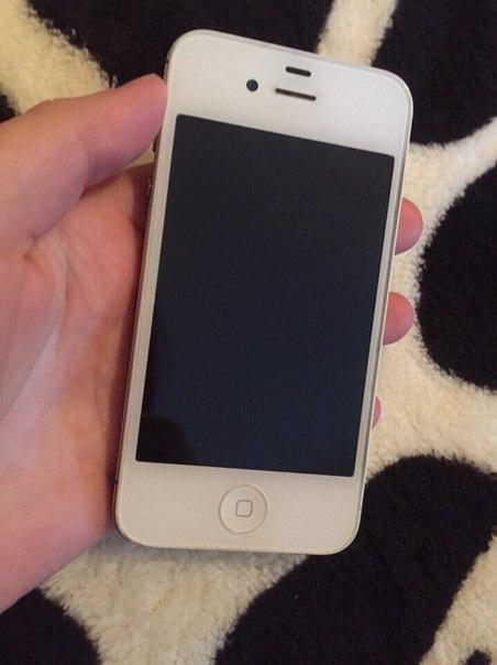 Айфон 4S на 8 гб. На экране и задней крышке нет ни единой царапинки. В