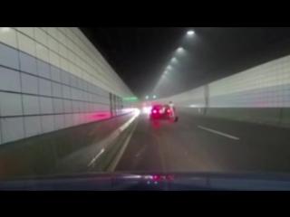 Стритрейсер устроил страшную аварию в тоннеле