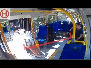 21-летняя жительница Стамбула подверглась нападению в автобусе за то, что на ней были надеты шорты в Рамадан.