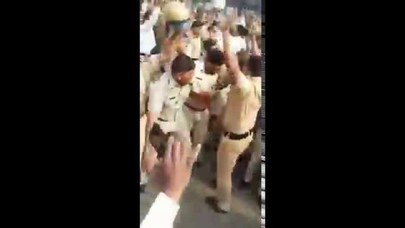Нам бы в России таких полицейских. India-Goa.Today
