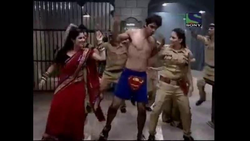 Barun dance on munni badnaam in baath hamari pakki hai