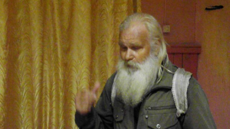 Михал Иваныч СТОГОВ - тот самый, что на одних горшках с младенчества сидел с ПОЭТОМ.