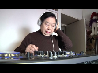 82-летняя старушка работает диджеем в клубе Японии