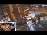 Стример играет на бананах в Destiny 2