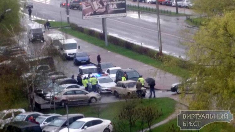 В Бресте сотрудники ГАИ задержали несовершеннолетнего бесправника на ВАЗ-2106