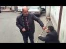 Злой карлик турок карлик карлик дерётся Турецкий карлик дерётся боксирует ржач