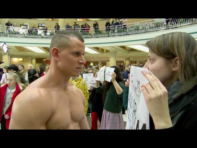 Реклама білизни і оголені чоловіки в Білорусі: одні жінки протестували, інші – фотографувалися <РадіоСвобода>
