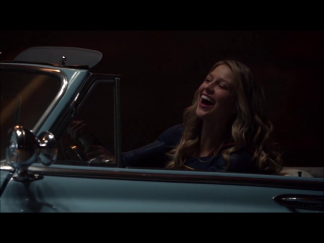 [3x03] Supergirl - Kara drives J'onn's car