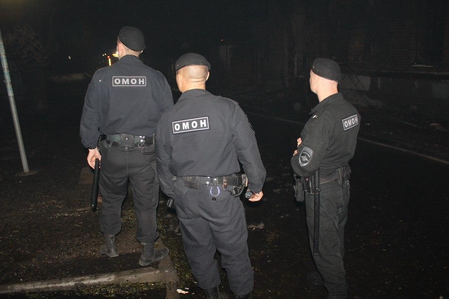 В Ростове сотрудники Росгвардии работают в режиме ЧС, возникшей из-за крупного пожара