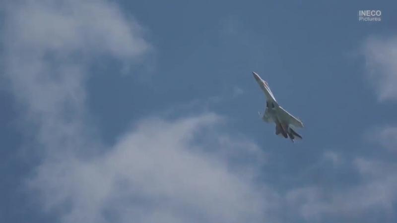 Высший пилотаж на Су-35С.