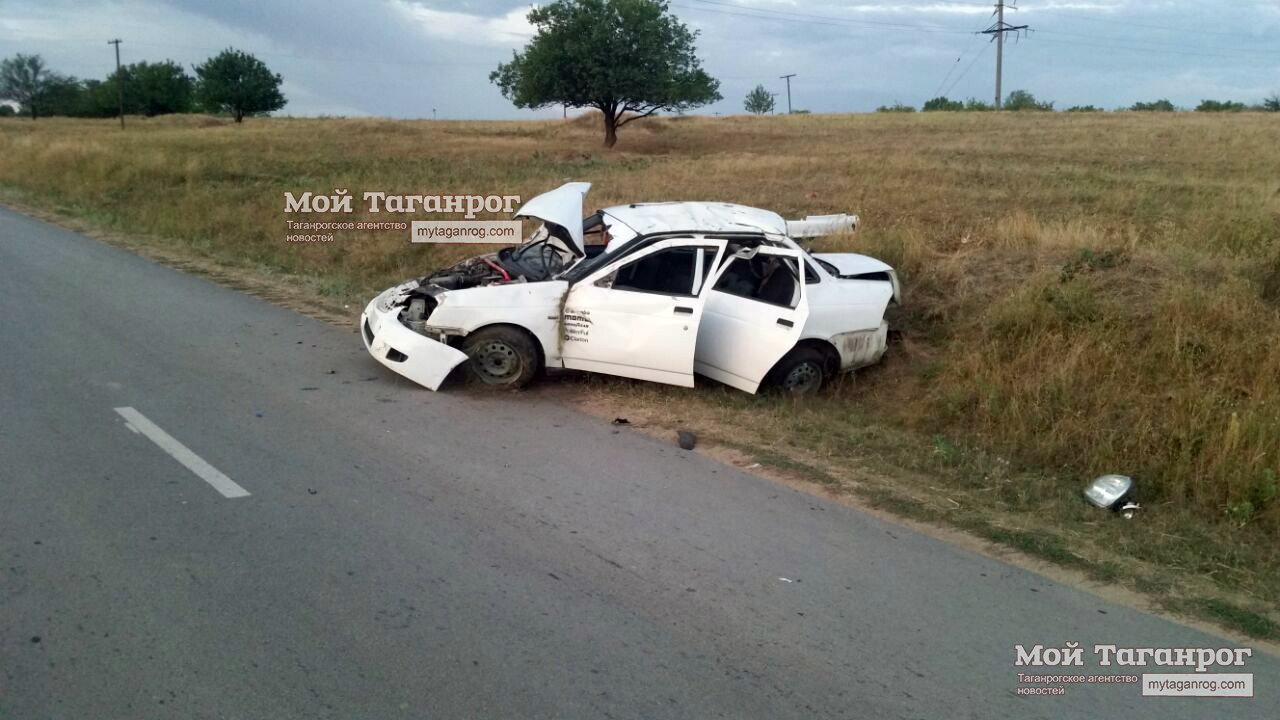 В ночном ДТП под Таганрогом перевернулась Lada Priora, один погибший