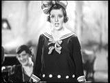 Венгерская актриса Франческа Гааль поет Маленькая девочка не может ответить н ...