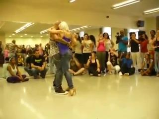 Удивительно прекрасный танец красивой попы Бачата - копия