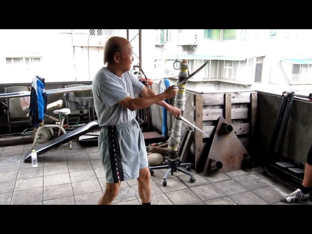 Sifu Lo Man Kam explain the basic Bat Cham Dao movements