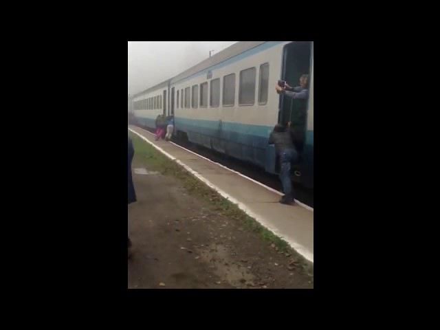 Поезд Ивано-Франковск - Рахов остановился на одной из последних остановок