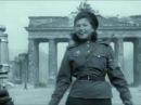 Хроника ВОВ. Регулировщица Победы - Лидия Овчаренко, Бранденбургские ворота, 1945, Берлин, Германия