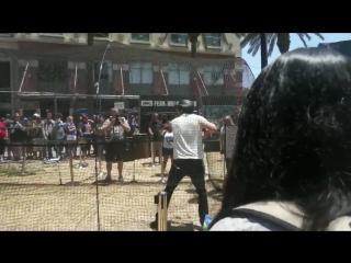 Дэниел играет в бейсбол на «Комик-Коне» в Сан-Диего, Калифорния, США   22.07.17