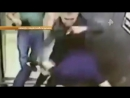 РЕН ТВ Новости Мужчина выстоял против троих напавших на него в лифте злоумышленников