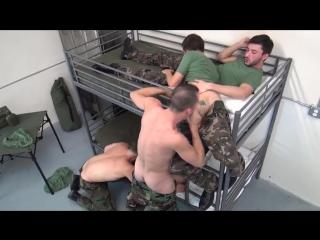 Soldados fodendo gostoso!
