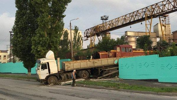 В Таганроге поезд столкнулся с маневренным локомотивом