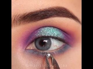 Эффектный макияж яркими тенями