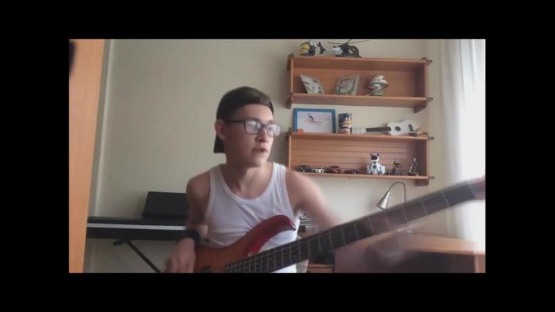 Рома охуенно играет на гитаре
