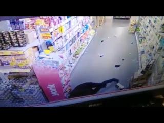 Классная драка в магазине, таджик vs охранник.