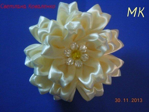 Пышный цветок из атласных лент своими руками мастер класс
