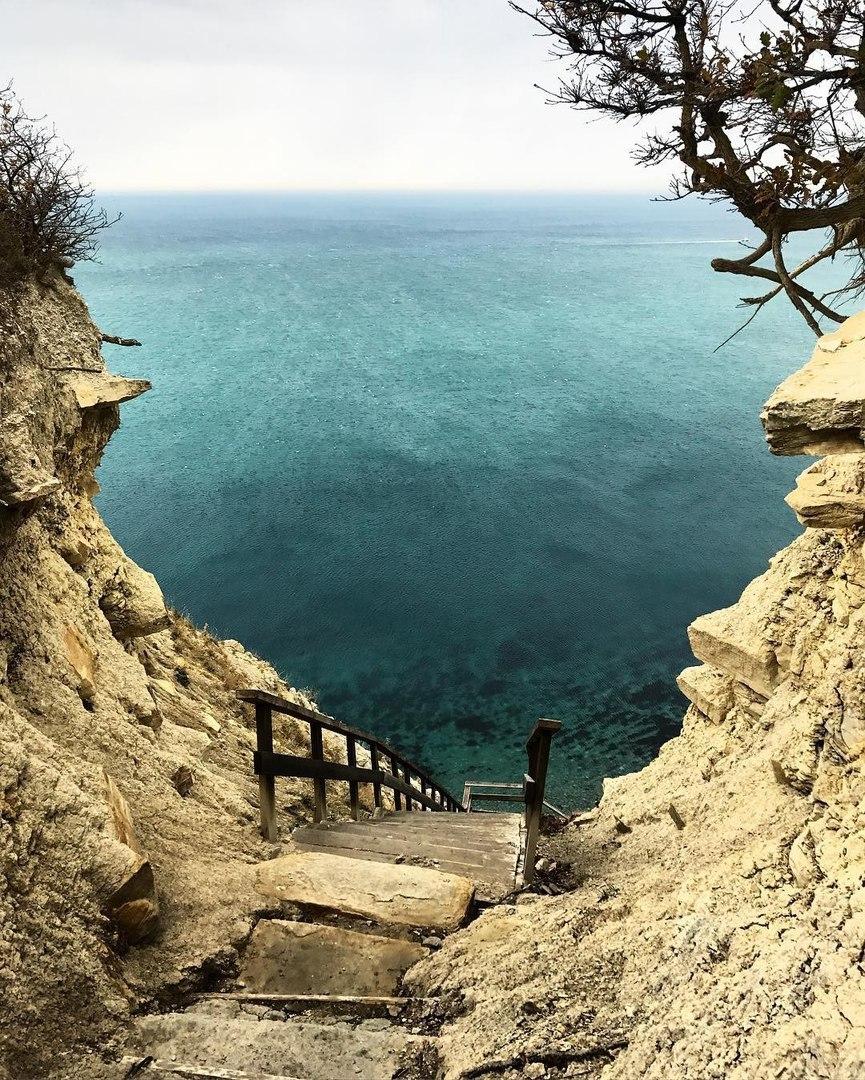 предложим картинки лестницы к морю еще, смогу