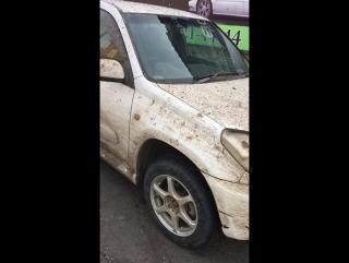 Женщина пригнала машину помыть.......