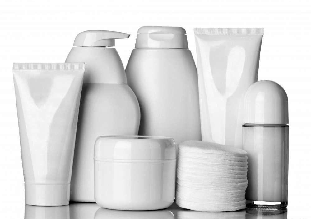 Некоторые продукты для затягивания кожи содержат витамин Е.
