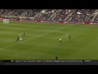 Давид Вилья забил эффектный гол с центра поля