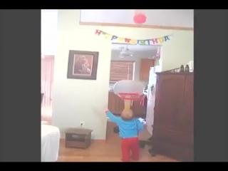 Маленький баскетболист