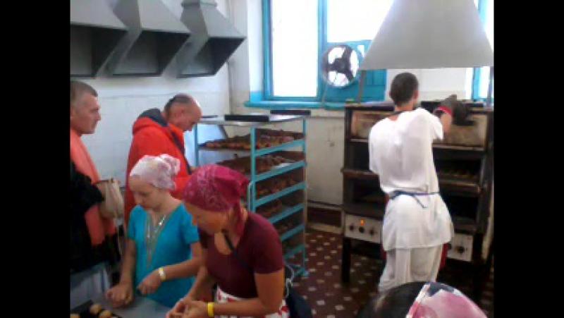 ИДС и Дакша Гопал на булочках